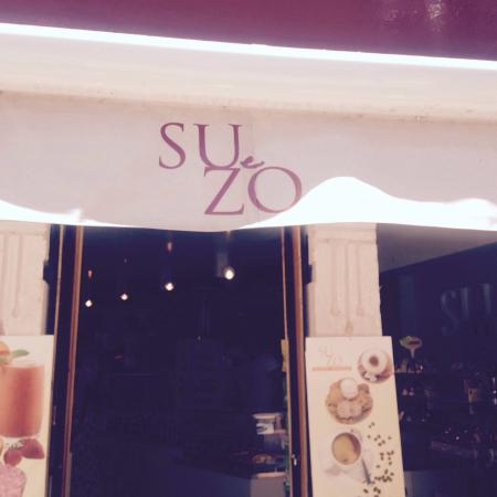 Su e zo bar: I didn't think this was a bar but a dessert cafe. These nice boys served us the best cannoli 's