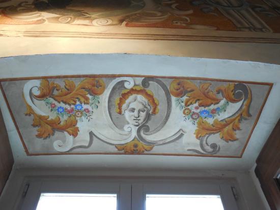Spoleto, Italia: decoro parte superiore di una finestra