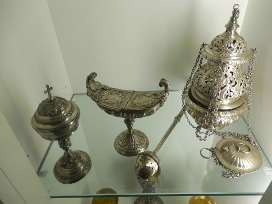 Spoleto, Italia: Palazzo Collicola - vetrina con oggetti sacri