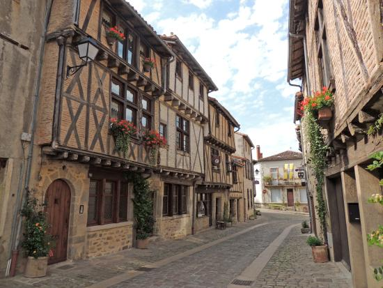 Le Grand Logis: Quartier St-Jacques just down the road from the Grand Logis