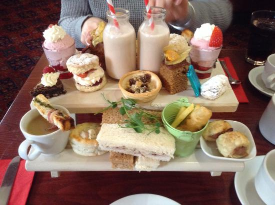 The Grapes: Delicious afternoon tea for 2