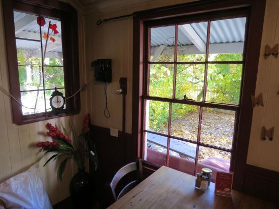 Walnut Cottage Cafe: inside