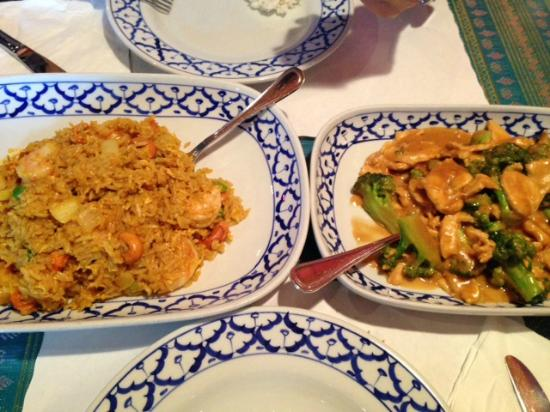 Thai Orchid Cuisine : Curry fried rice with shrimp.