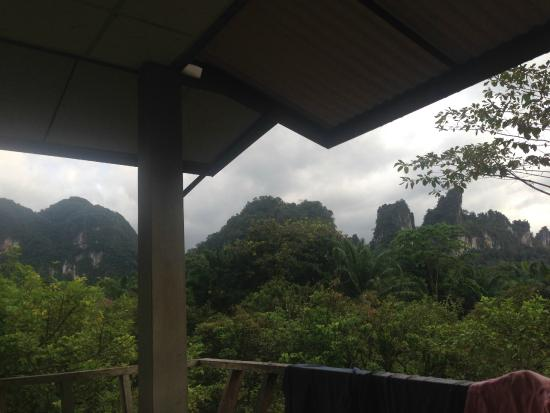 Khao Sok Smiley Bungalow: View from the balcony