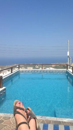 Anemomilos Suites: The view and the pool