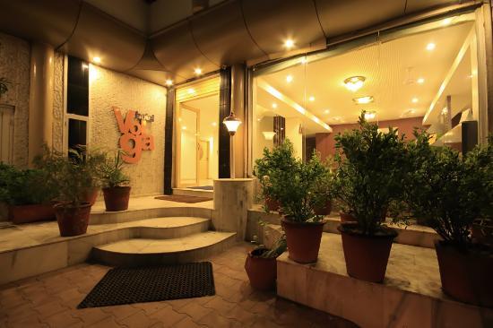 Hotel Volga: entrance