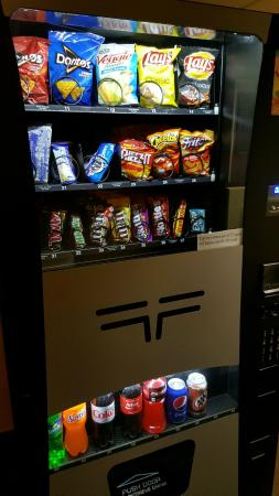 Comfort Suites Baymeadows: Vending machine snacks for .75 and a dollar