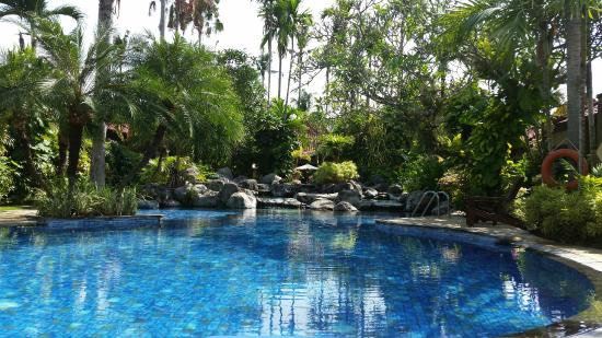 Parigata Villas Resort: central swimmingpool