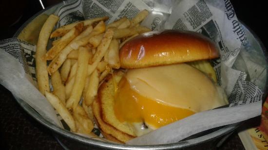 เพรสคอตต์, วิสคอนซิน: Cheese head burger