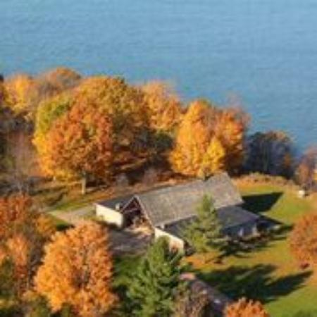 Capt.'s Inn & Suites: Fall is beautiful