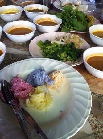Khanomchin Paengsot Khun Praphai