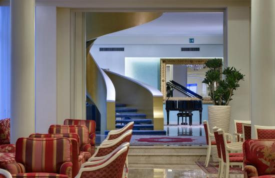 Hotel Bristol Buja: Lobby