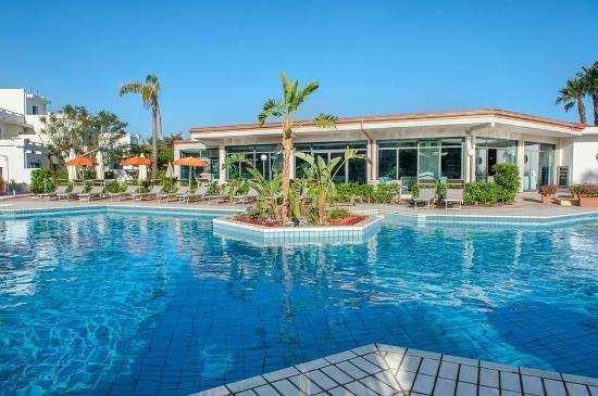 pool hotel side bild von sentido acacia marina marina di ragusa tripadvisor. Black Bedroom Furniture Sets. Home Design Ideas