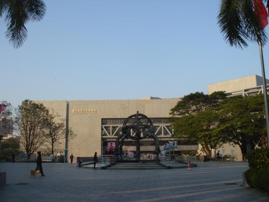 National Science and Technology Museum, Kaohsiung : 綠樹 少葉樹 渾天儀 or 地動儀?