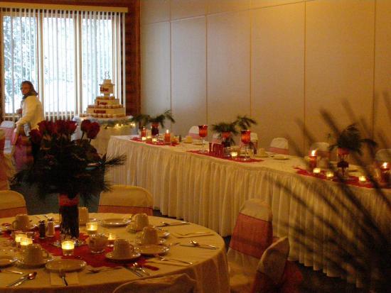 All Seasons Inn & Restaurant : Banquet room set for holiday wedding
