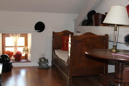 La Vercorelle : Petit lit/canapé de la chambre Chapelier