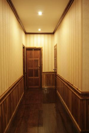 Apple Guesthouse: Hall way