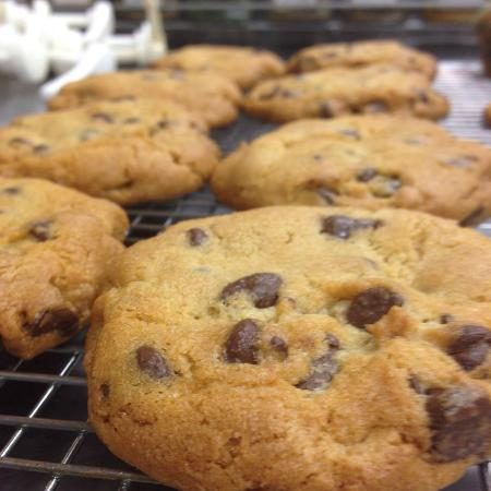 Cascade Coffeehouse and Cafe: Fresh baked chocolate chip cookies.