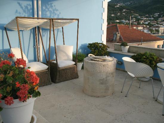 Perantzada 1811 Art Hotel: By reception