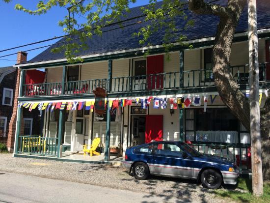 Mecklenburgh Inn: Front!