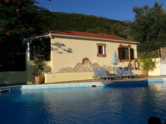 Ilios Apartments: la piscina