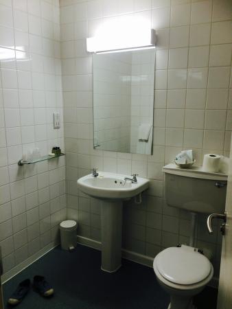 La salle de bain picture of royal oxford hotel oxford for Salle de bain hotel