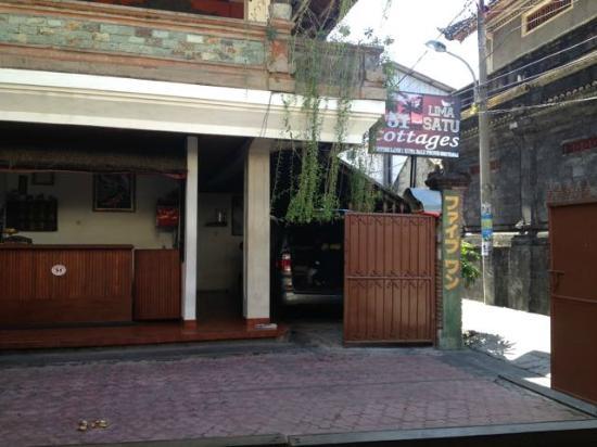 Hotel Lima Satu, 51 Cottages: Front Entrance and Front Desk