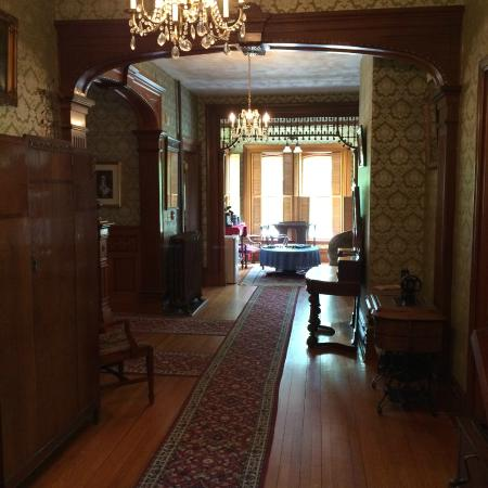 The Clockmakers Inn : A hallway on the middle floor outside of my room
