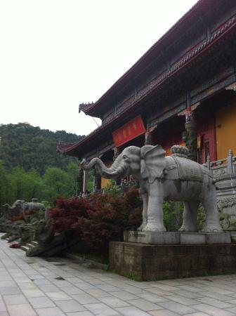 Jiuhua Mountain: templo