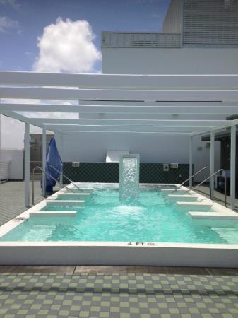 Metropolitan by Como Rooftop Hydro pool