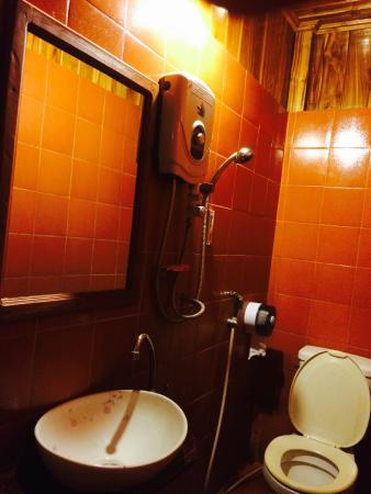 Apple Guesthouse: bathroom