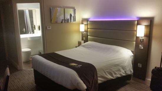 Premier Inn Waltham Abbey Hotel: Fancy lighting