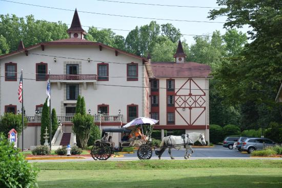 Hampton Inn Helen: View of the Inn with a carriage passing by.