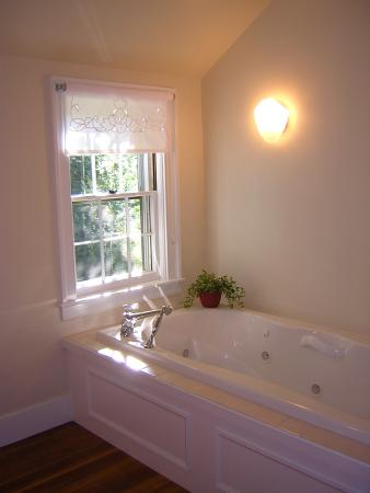 Northfield, MA: Deerfield Suite Jacuzzi