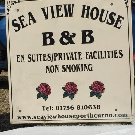 Sea View House : B&B sign-Car Park- Front view