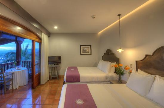 Hotel Alta Las Palomas: deluxe room with 2 queen size beds
