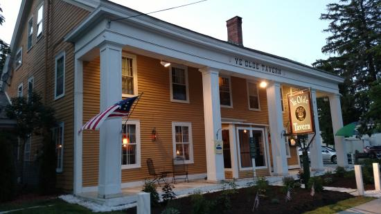 YE OLDE TAVERN: Welcome to our circa 1790 Colonial Inn.