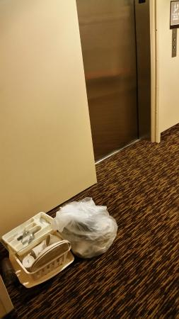 Extended Stay America - Seattle - Lynnwood: Lift with kitchen equipment left there