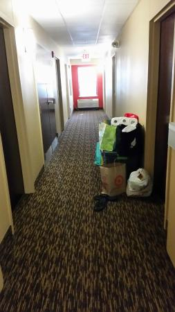 Extended Stay America - Seattle - Lynnwood: Corridor full of stuff