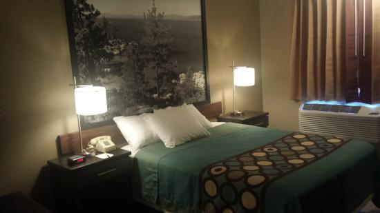 Super 8 Redding: guest room