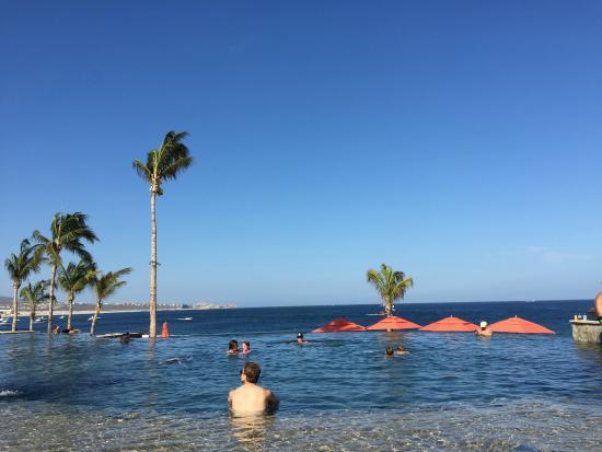 Hacienda Beach Club & Residences: Infinity Pool