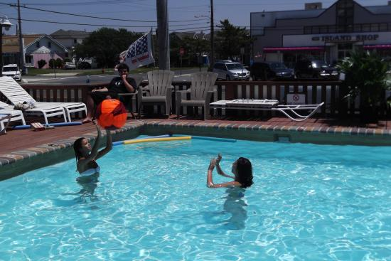 Sea Horse Motel: Splashing in the pool