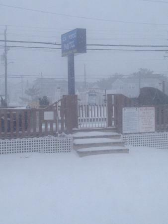 Sea Horse Motel: Winter 2014 - we're still open!!!