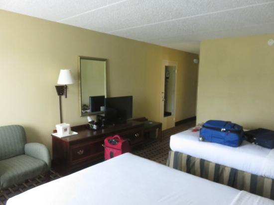 FairBridge Inn & Suites: Room.