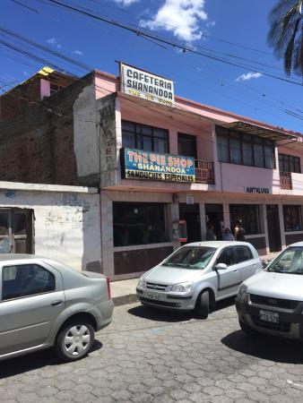 Shenandoah Pie Shop: The exterior of the shop