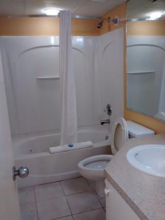 Schooner II Beach/Racquet Club: bathroom