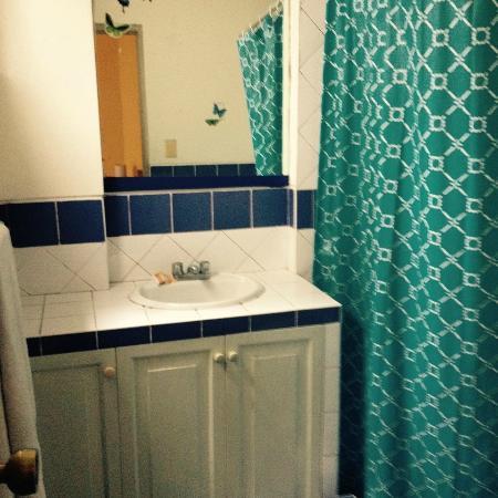 Inka Hostel: baño grande