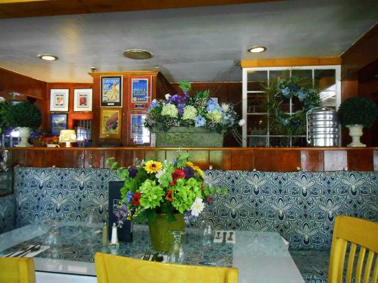 Dolphin Restaurant : Looking towards the kitchen