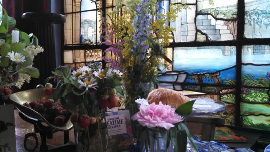 Pleasant and Main: beautiful table setting