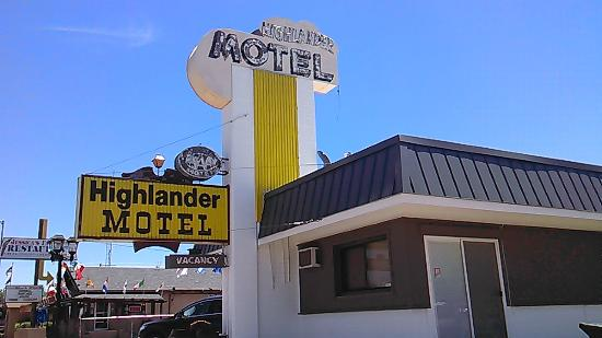 Highlander Motel: cozy kitschy clean motel on Route 66